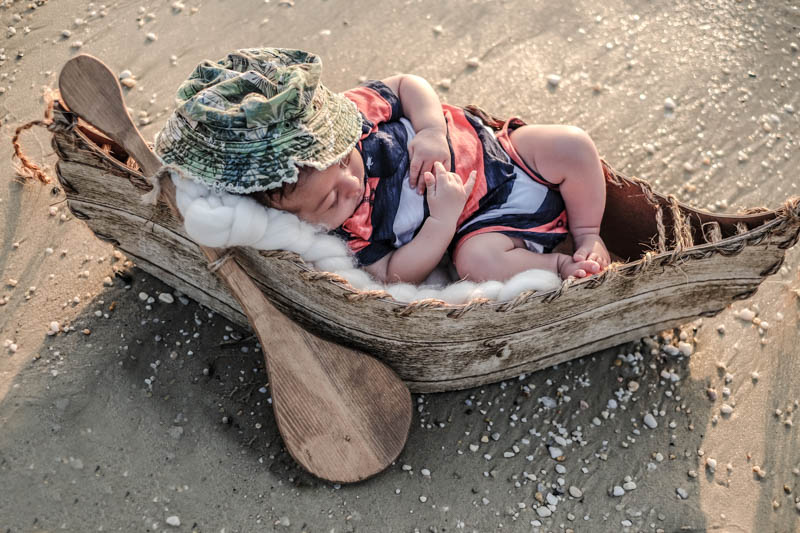by-jmill-photography-newborn-canoe-3