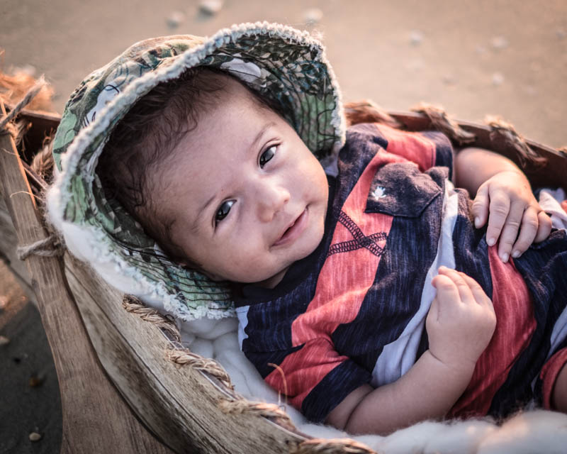 by-jmill-photography-newborn-canoe-34