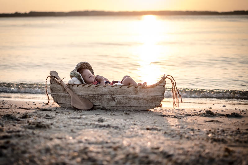 by-jmill-photography-newborn-canoe-4