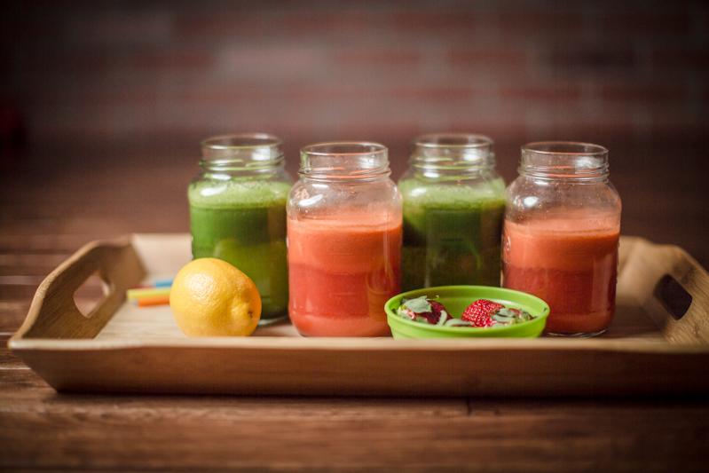 jenn-elisabeth-photography-juice-fast-strawberry